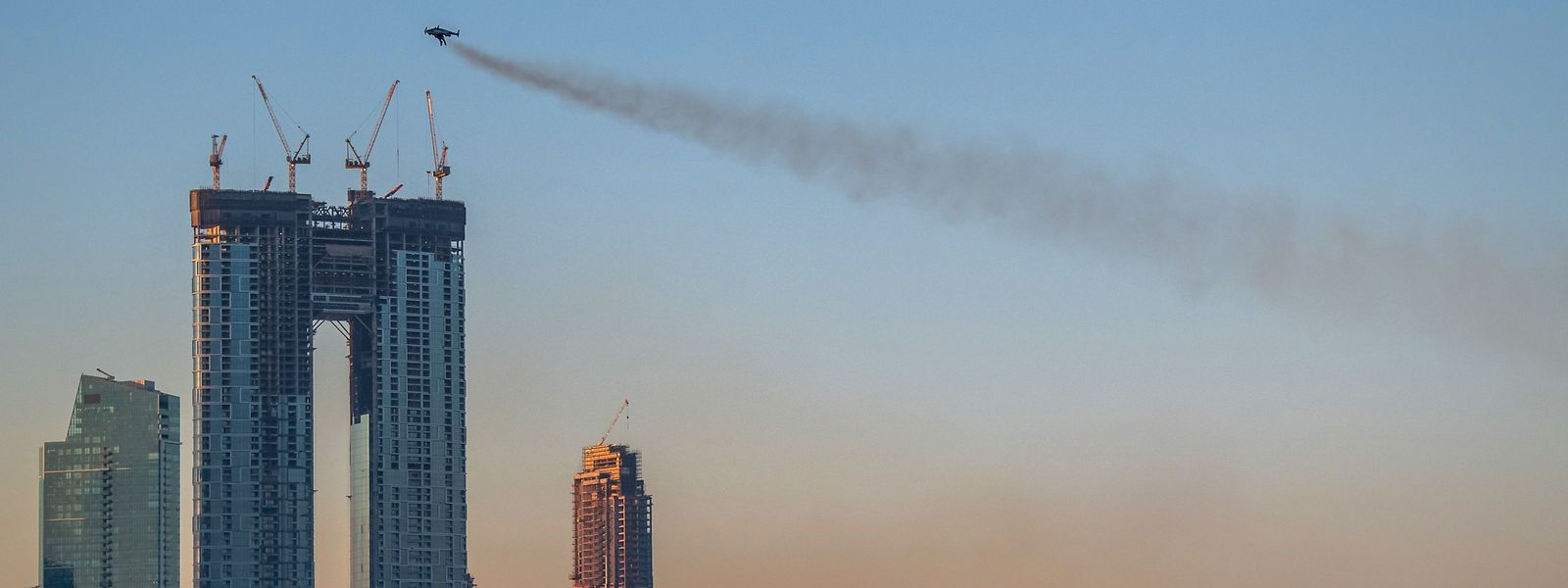 En 30 secondes, Yves Rossy avait parcouru 1 kilomètre, survolant l'hôtel Jumeirah Beach Residence