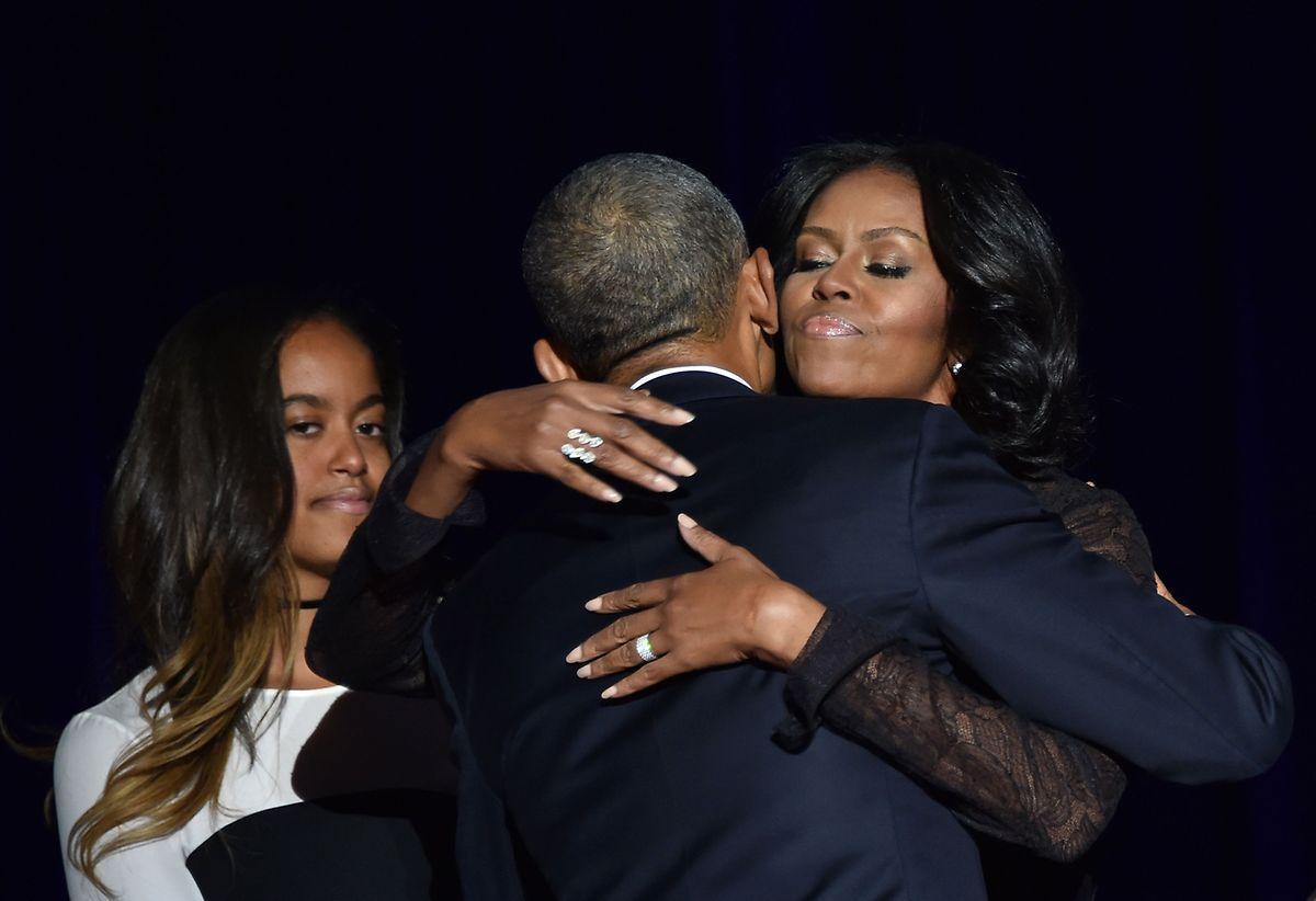 Les regards que Michelle jetait sur son Barack: même Jackie n'avait pas de tels regards sur Kennedy.