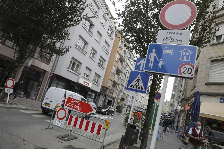 Unübersehbare Beschilderung: Der Teil der Rue de Strasbourg zwischen der Rue du Fort Wedell und der Avenue de la Liberté ist nun eine Zone de rencontre.