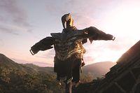 Seine Rüstung hat Bösewicht Thanos (Josh Brolin) an den Nagel gehängt, denn er hat sein Ziel erreicht: die Hälfte der Schöpfung mit einem Fingerschnippen auszulöschen.