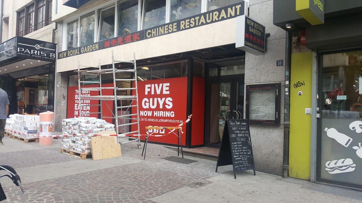 Après le premier, avenue de la Gare, Five Guys doit en ouvrir deux autres dans les quartiers Hamilius et Cloche d'Or, a précisé David Marrone, du service communication de Five Guys au Luxembourg Times.