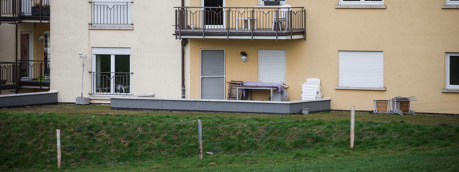 Als die Frau von der Kugel getroffen wurde, befand sie sich mit Freunden auf dieser Terrasse.