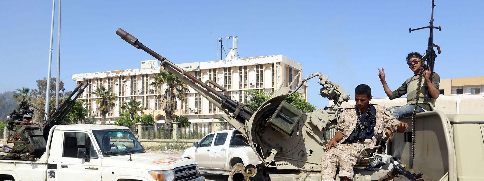 Regierungstreue Truppen in der Nähe von Tripolis