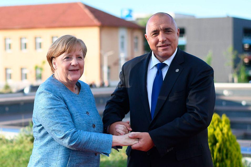 O primeiro-ministro da Bulgária, Boyko Borissov, e a chanceler alemã Angela Merkel.