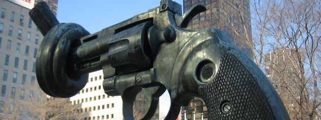 """Die """"Non Violence""""-Skulptur vor dem Hauptquartier der Vereinten Nationen in New York war ein Geschenk Luxemburgs an die UN."""
