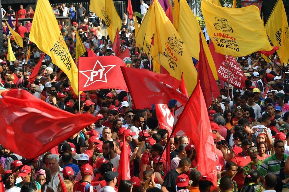 Manifestação de apoio a Lula da Silva
