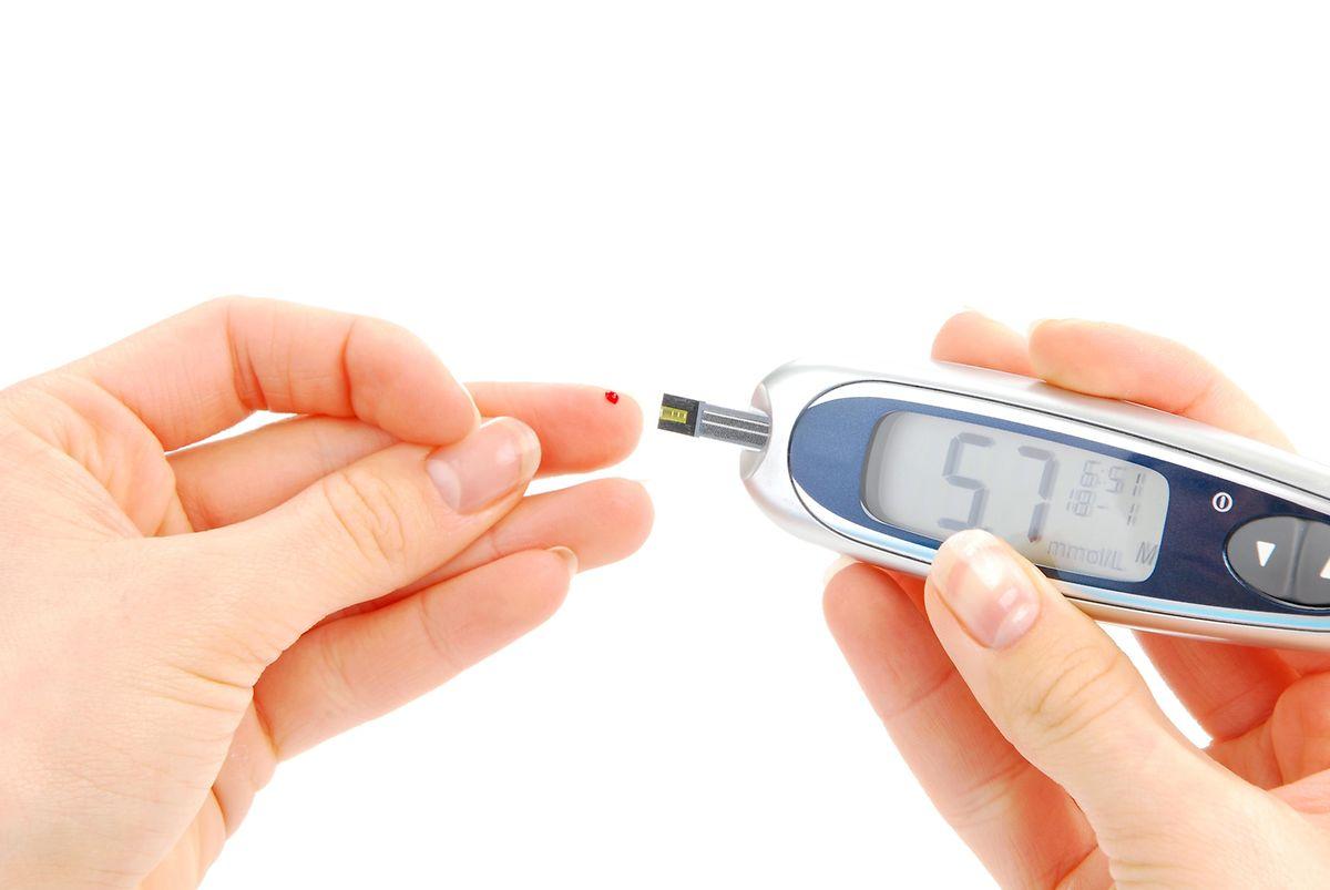 Allein 2015 werden Diabetes und damit verbundene Komplikationen 5 Millionen Todesfälle verursacht haben und das Gesundheitswesen zwischen 673 und 1197 Milliarden US-Dollar kosten.