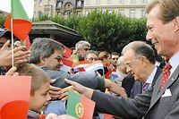 Jorge Sampio e o Grâo-Duque cumprimentam os cidadãos em Esch-sur-Alzette.