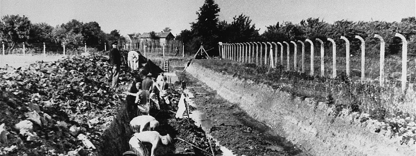 Zwangsarbeit am KZ-Neuengamme bei Hamburg, aufgenommen zwischen 1941 und 1942.