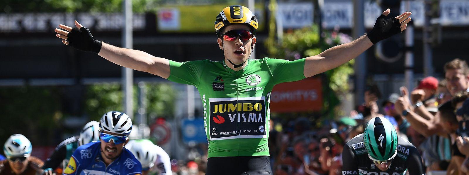 Wout van Aert a surpris le sprinter irlandais Sam Bennett pour s'offrir une seconde victoire de rang sur ce Dauphiné.