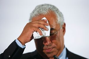 Portugal's opposition Socialist party (PS) leader, Antonio Costa, wipes his head while addressing supporters after polls closed in a general election in Lisbon, Portugal, October 4, 2015.    Portugal's center-right government headed for victory in an election on Sunday after launching tough austerity measures to combat a debt crisis, but exit polls showed it could lose its majority in parliament.    REUTERS/Rafael Marchante