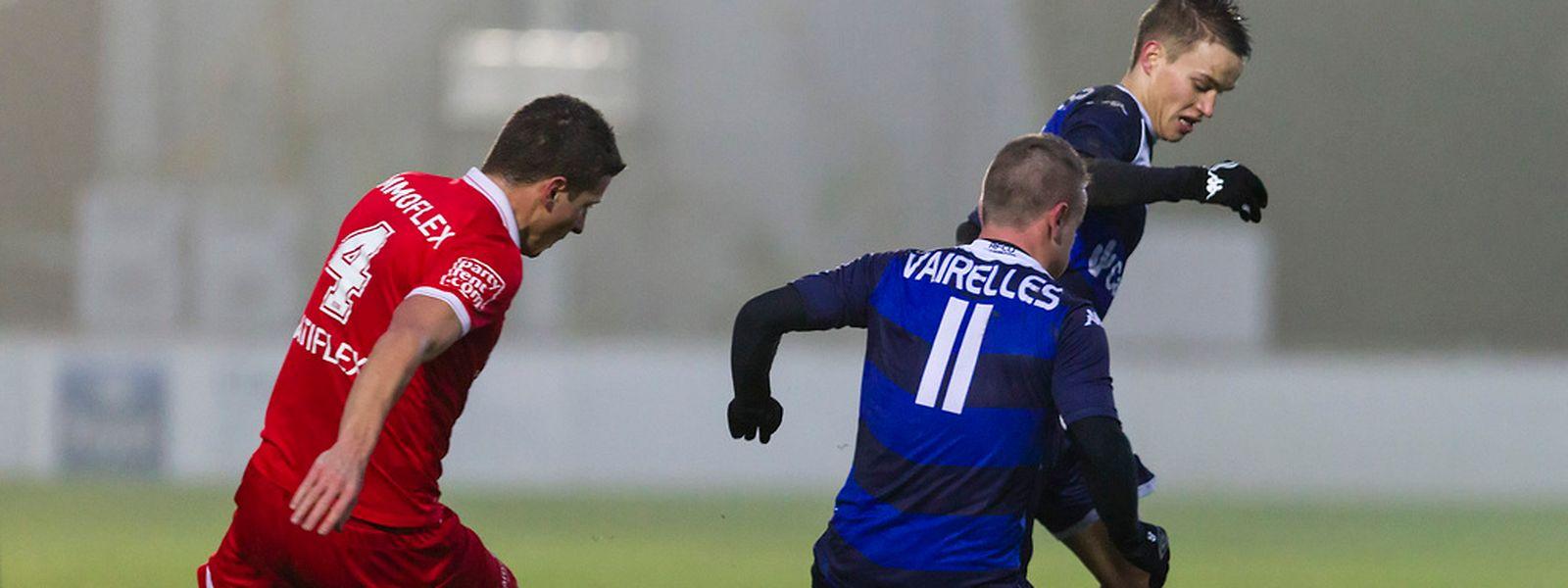 Nicola  Schreiner, ballon au pied, compte sur l'efficacité de Giovan Vairelles  pour franchir ce dernier tour de coupe de l'année.