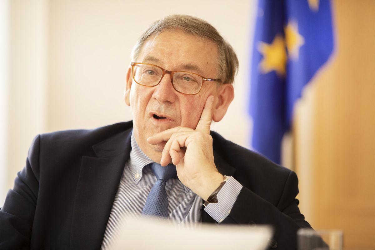 Jean-Luc Demarty, né en 1952 à Reims, dirige la Direction générale du commerce («DG Trade») à la Commission européenne depuis janvier 2011. Ce haut fonctionnaire européen diplômé de l'École polytechnique de Paris a enchaîné les postes à responsabilité à Bruxelles en étant notamment de 2005 à 2010 à la tête de la Direction générale de l'agriculture et du développement rural («DG Agri»).