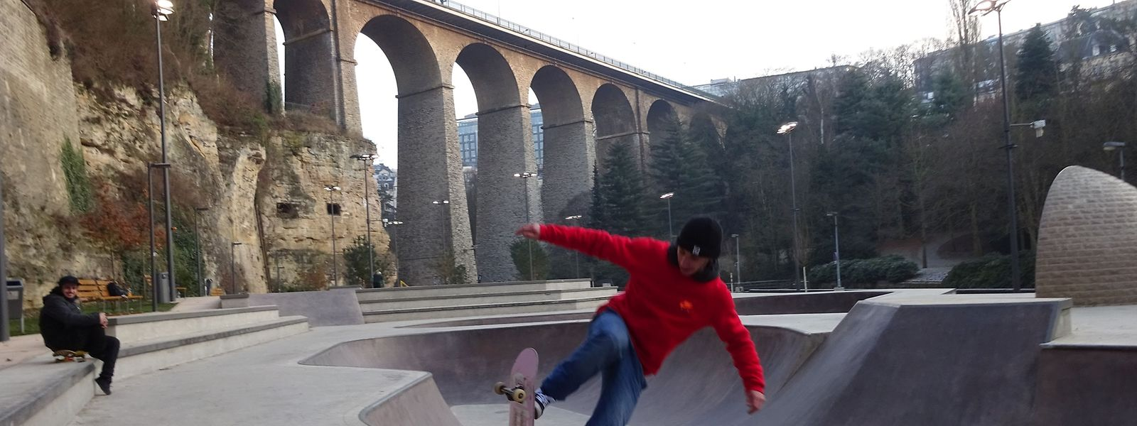 Skateboarden macht auch im Winter Spaß.