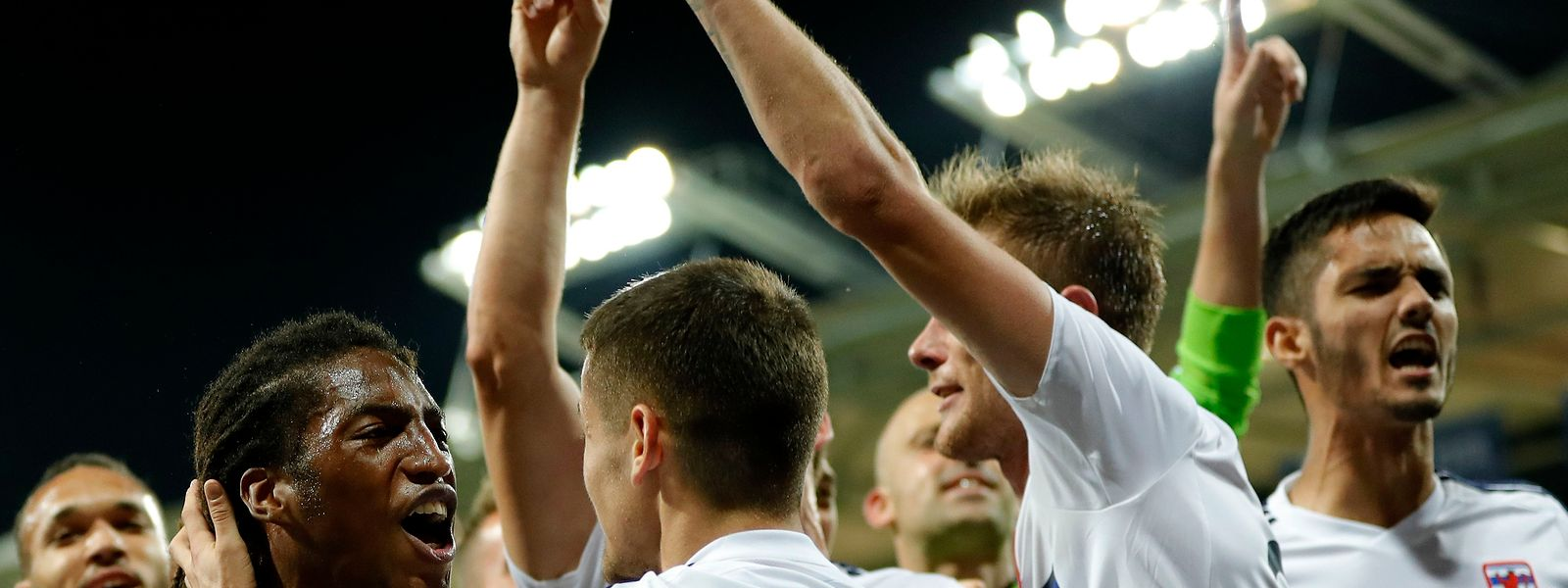 Die FLF-Auswahl um Gerson Rodrigues (l.) feierte nach dem Unentschieden mit den Fans.