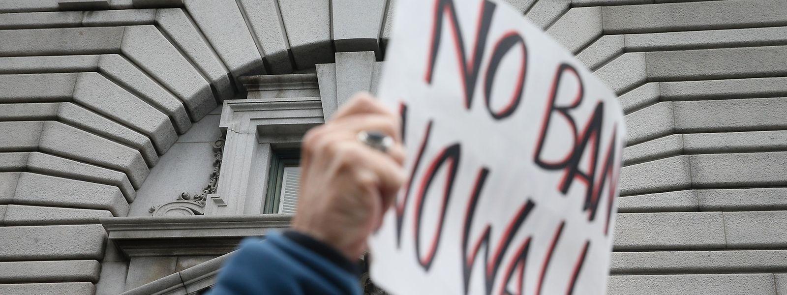 Trumps Einreiseverbot spaltet die Nation - auch vor dem Berufungsgericht in San Francisco wurde demonstriert.