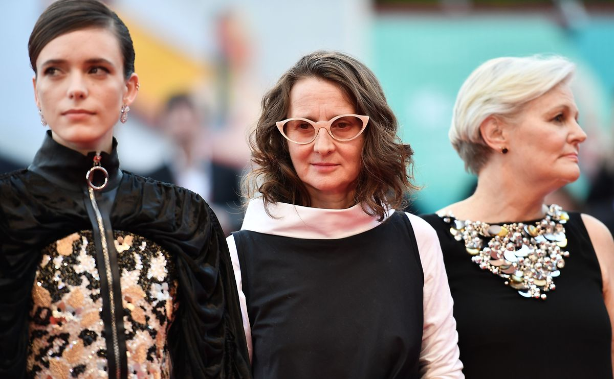 La présidente argentine du jury, Lucrecia Martel (au centre, entre Stacy Martin et Mary Harron) a fort à faire au milieu des polémiques qui entourent la 76e Mostra de Venise