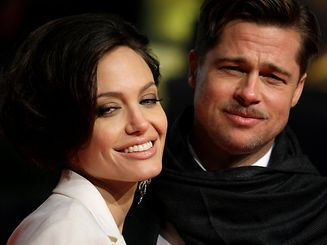 """U.S. actors Brad Pitt and his partner Angelina Jolie pose for photographers on the red carpet at the German premiere of the movie """"The Curious Case of Benjamin Button"""" in Berlin January 19, 2009. REUTERS/Hannibal Hanschke/File Photo     TPX IMAGES OF THE DAY"""