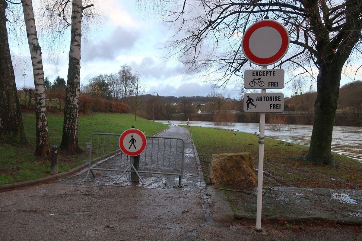 Wegen Hochwassers war der Spazierweg an der Sauer in Wasserbillig gesperrt.