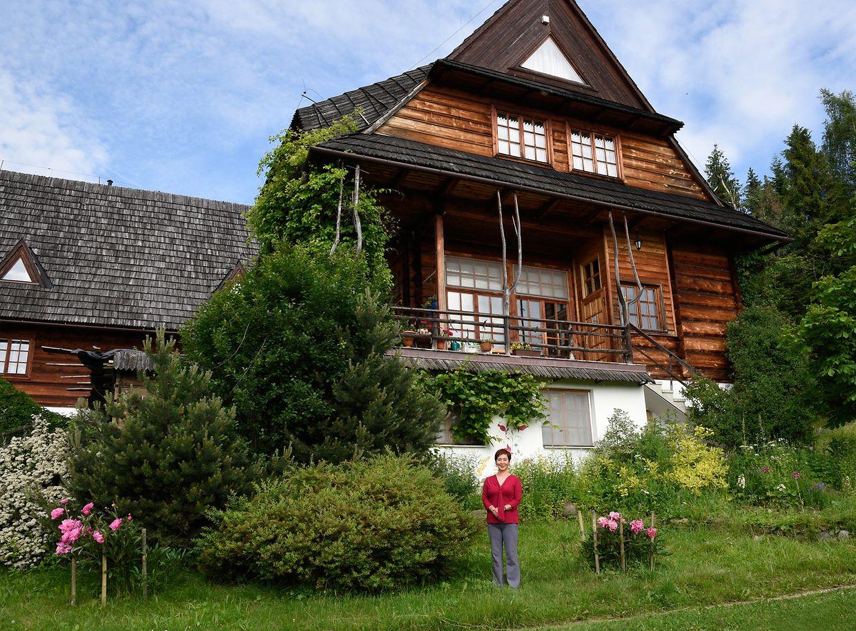 Akiko Wiwa ist stolz auf ihr Gästehaus in den Bergen.