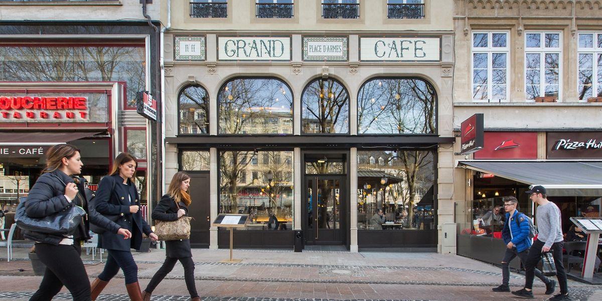 """Seit vergangener Woche gibt es auf der Place wieder ein """"Grand Café"""". Und dieses weckt Erinnerungen: Schon früher gab es hier jahrelang ein solches Café."""