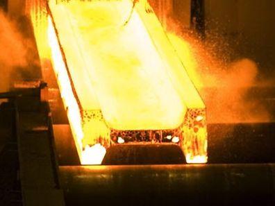 """Die britische Zeitung """"The Daily Telegraph"""" hatte in ihrer Montagsausgabe berichtet, auf den Stahlkonzern könne in Frankreich ein Prozess und eine mehrere Milliarden Euro hohe Strafzahlung zukommen."""