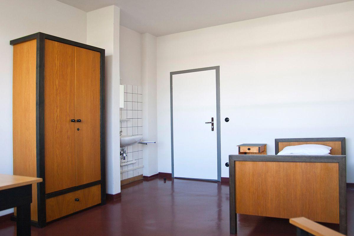 Karg eingerichtet, aber ein Stück lebendiger Geschichte: ein Atelierzimmer im Bauhaus in Dessau.