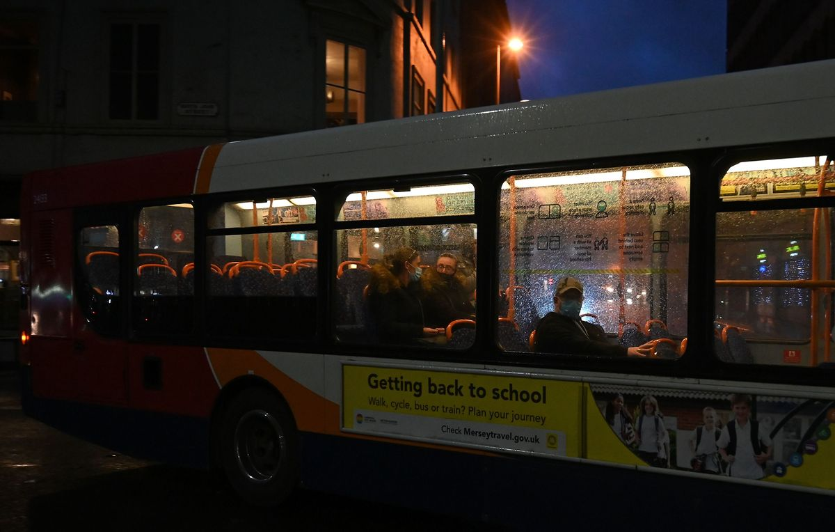 Ein Nachtbus in Liverpool.