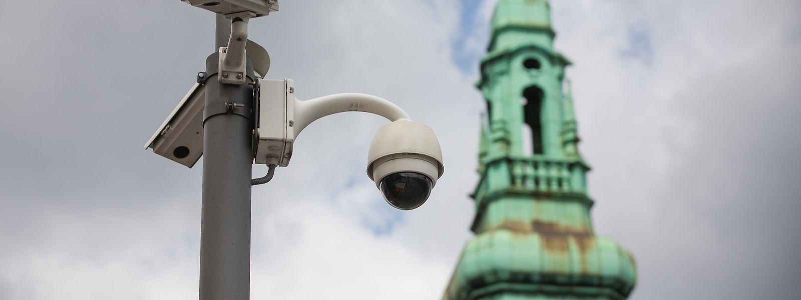 Seit 2017 wird der Bahnhofsvorplatz kameraüberwacht.