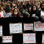 Mulheres protestam contra a violência no dia dos namorados