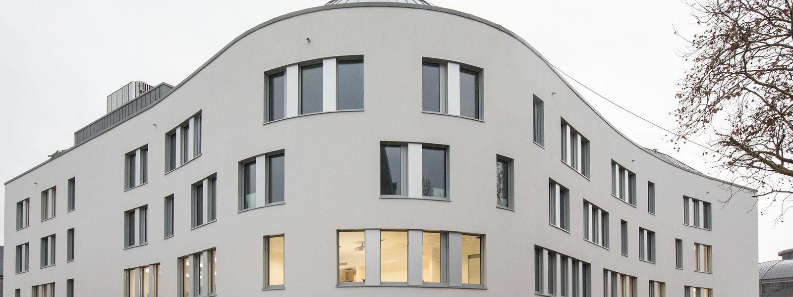 La Maison des Salariés se trouve à Bonnevoie, pile en face des Rotondes, avec accès direct à la gare centrale via la passerelle.