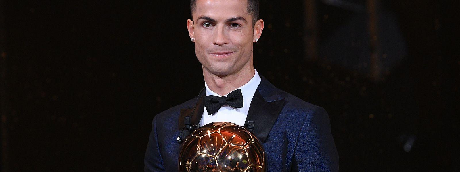Cristiano Ronaldo nahm den Ballon d'Or in Paris entgegen.