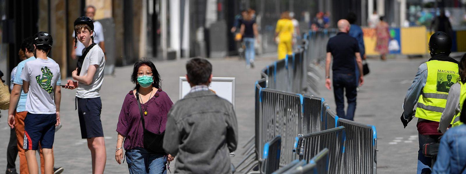 Même si le port du masque est désormais obligatoire dans de nombreux lieux à l'extérieur, la Belgique connaît une forte poussée de nouveaux cas positifs en cette fin de mois de juillet.