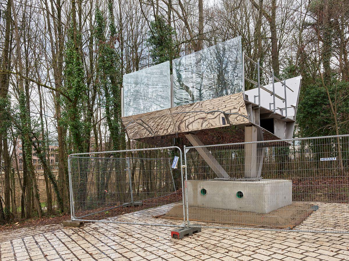 A model segment of the footbridge, which will be 12 meters high Photo: Chris Karaba