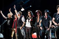 Rechtschaffenes Gruselkabinett: Die Hollywod Vampires mit Johnny Depp (3.v.l.), Alice Cooper (4.v.l.) und Joe Perry (5.v.l.)