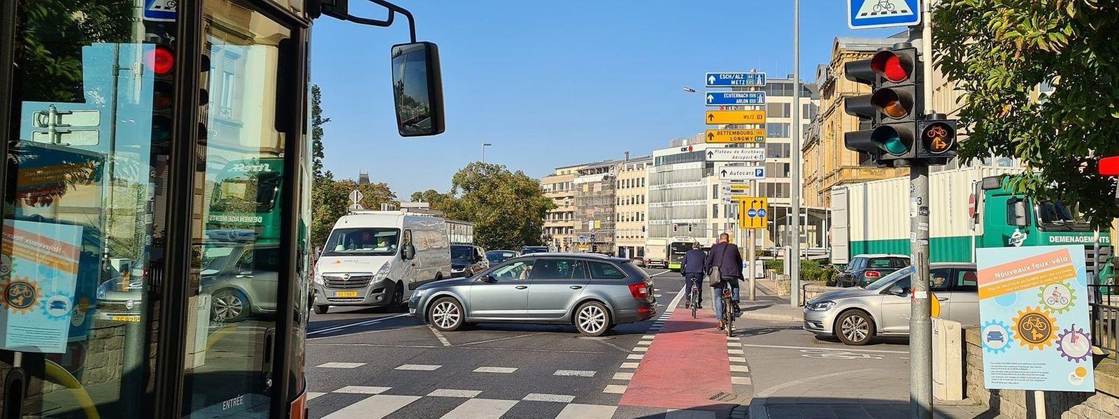 Blinkt die Ampel orange auf, können Radfahrer die Kreuzung überqueren.