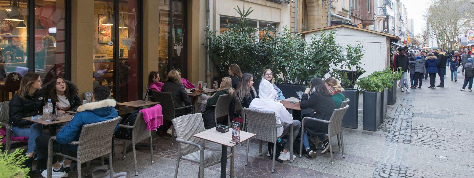 Die Terrassen der Restaurants und Cafés in Luxemburg-Stadt waren am Dienstag gut besucht.