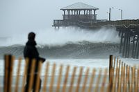 ATLANTIC BEACH, NC - SEPTEMBER 13: Waves crash underneath the Oceana Pier as the outer bands of Hurricane Florence being to affect the coast September 13, 2018 in Atlantic Beach, United States. Coastal cities in North Carolina, South Carolina and Virginia are under evacuation orders as the Category 2 hurricane approaches the United States.   Chip Somodevilla/Getty Images/AFP == FOR NEWSPAPERS, INTERNET, TELCOS & TELEVISION USE ONLY ==
