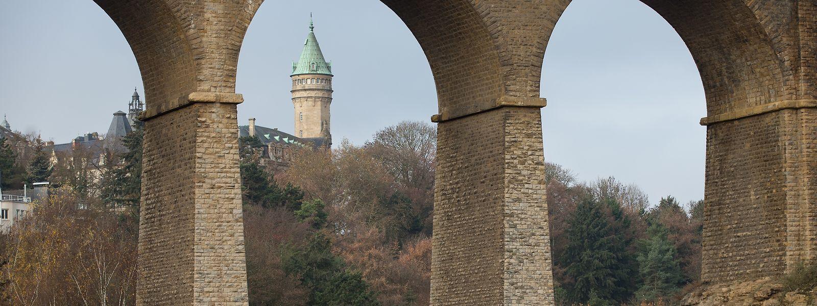 Die Passerelle in der Altstadt von Luxemburg wird seit Oktober von 15,30 auf 17,70 Meter verbreitert. Ziel ist es, den Verkehrsfluss zu verbessern.
