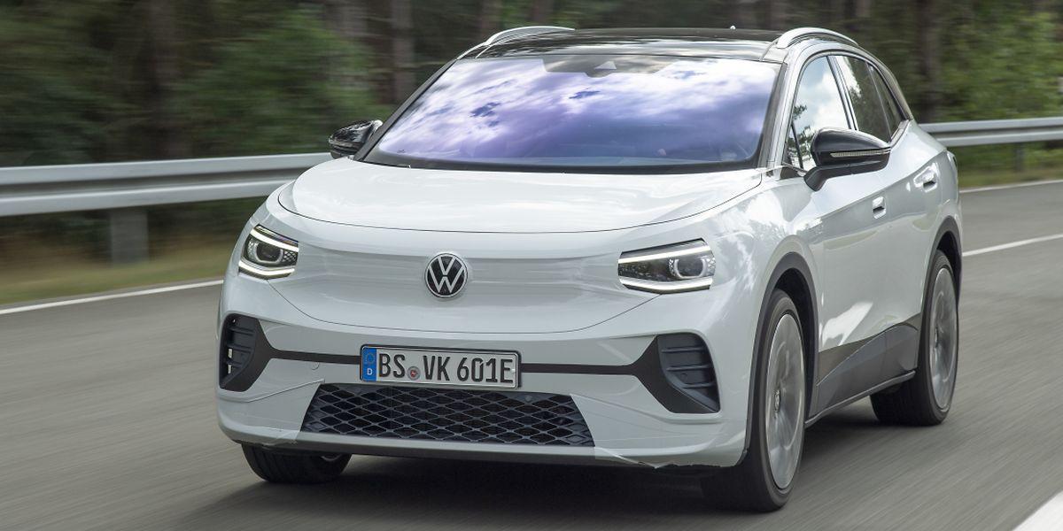 Auch auf den letzten Testfahrten will VW den elektrischen ID.4 noch nicht gänzlich unverhüllt zeigen. Das Elektro-SUV soll aber noch dieses Jahr auf den Markt kommen.