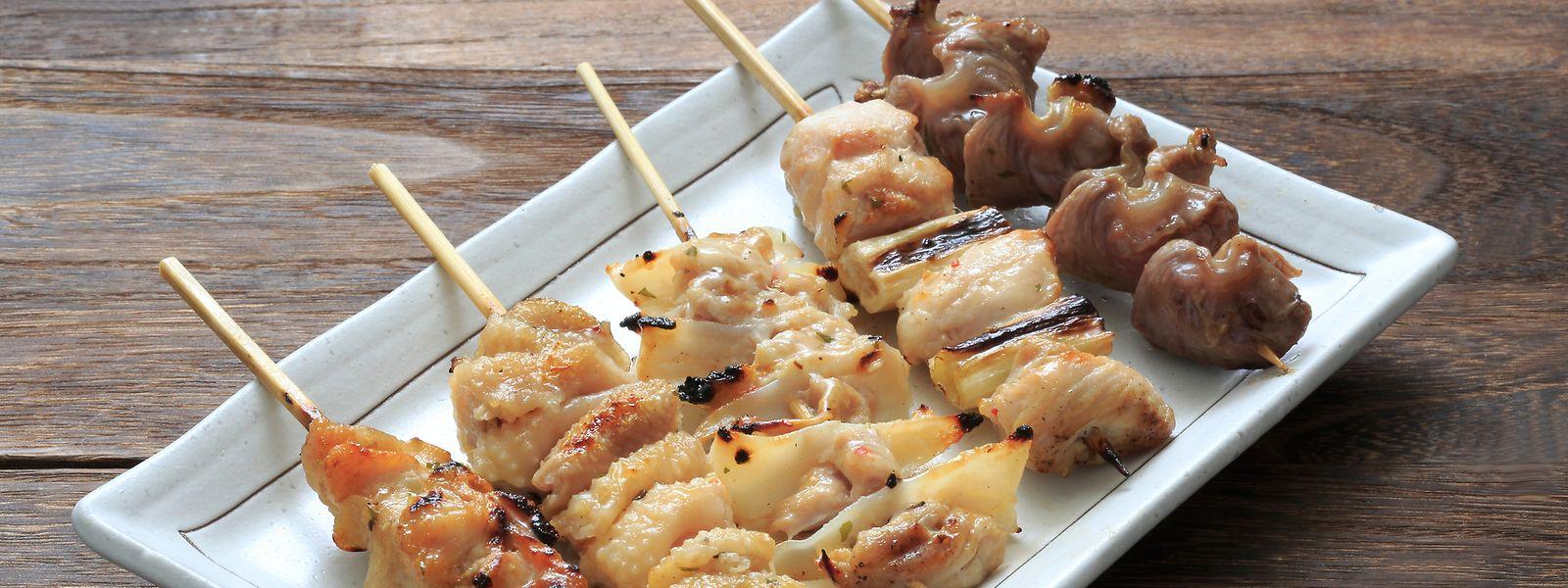 Japanisch grillen bedeutet zwar viel Vorbereitung - dafür sitzen alle zusammen am Tisch, keiner muss alleine am Grill stehen.