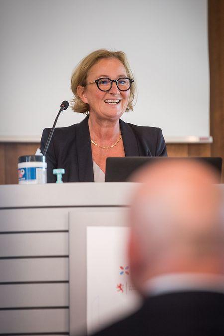 Gesundheitsministerin Paulette Lenert wird für die zweite Phase des Large Scale Testing den Staffelstab des Forschungsministeriums übernehmen,