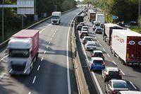 Stau auf der A6 ist zu Stoßzeiten Alltag. Die Herabsetzung der Geschwindigkeit morgens und abends während der Woche soll nun Abhilfe schaffen.