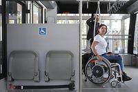 Nous avons fait un tour de la capitale en train, funiculaire, tram et bus, en compagnie d'un groupe de personnes malvoyantes et à mobilité réduite.