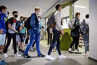 Students wear protective facemasks as they arrive for their first day of school at Mendel College, in Haarlem, The Netherlands. - Pupils and employees of a number of secondary schools must wear protective facemask when they walk through the corridors as part of the rules adopted to fight against the spread of the COVID-19 (novel coronavirus). (Photo by Robin VAN LONKHUIJSEN / ANP / AFP) / Netherlands OUT