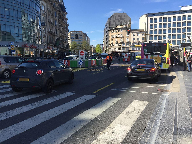 Die Radfahrer zurück auf die Straße zu führen, würde sie erneut Gefahren aussetzen.