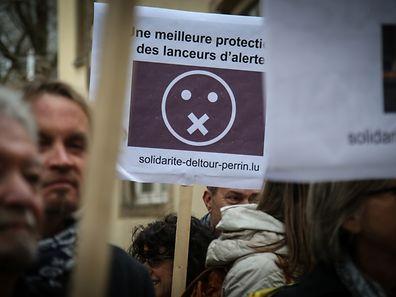 Piquet de solidarité envers Antoine Delfour et Edouard Perrin,lors de la visite de Manuel Valls.Foto:Gerry Huberty