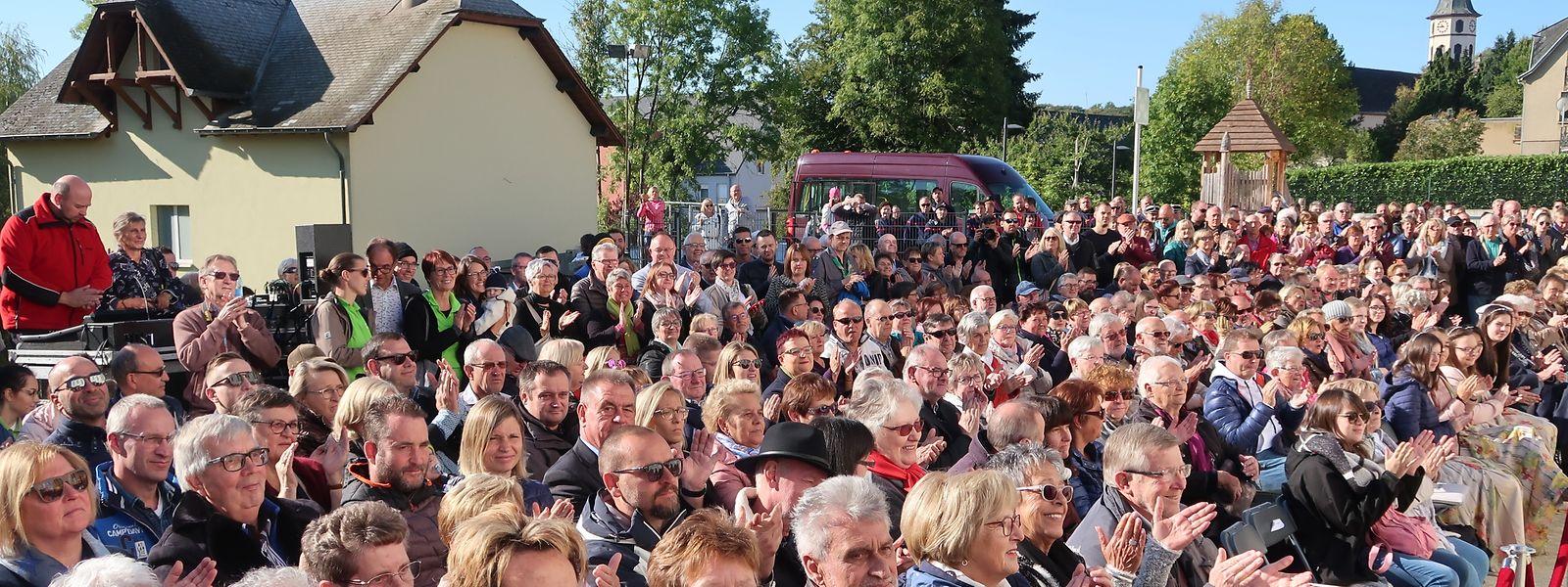 Zur Eröffnung am Morgen um 10 Uhr wohnten bereits über 300  Besucher im Worré-Park einem amüsanten Theaterstück bei. Politiker spielten dabei die Hauptrolle...
