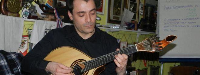 No sábado, 31 de Janeiro, o guitarrista Pedro Quintas e a APL vão apresentar o projecto, na sede da associação (5, avenue Marie-Thérèse), na cidade do Luxemburgo, às 17h. A entrada livre.