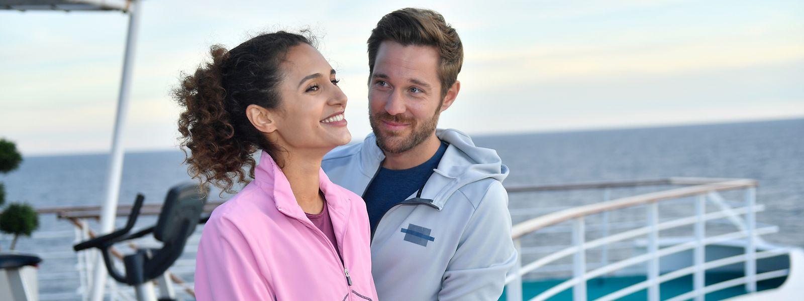 Fitnesstrainer Lennart (Tommy Schlesser) hat das Herz von Lilani (Michaela Saba) im Sturm erobert. Doch er ahnt nicht, wer sie wirklich ist.